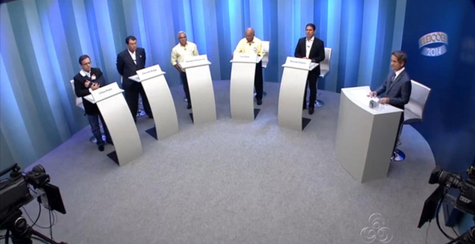 30.set.2014 - Da esquerda pra direita, os candidatos ao governo do Amazonas Chico Preto (PMN), Eduardo Braga (PMDB), Herbert Amazonas (PSTU), José Melo (PROS) e Marcelo Ramos (PSB) participaram de debate na TV Amazonas, afiliada da Rede Globo, nesta terça-feira (30)
