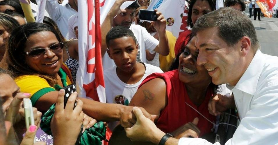 30.set.2014 - O candidato a senador Josué Alencar (PT), de Minas Gerais, participou de carreata nesta terça (29) com a presidente Dilma Rousseff e Fernando Pimentel, candidato ao governo, no bairro de Aglomerados da Serra, em Belo Horizonte