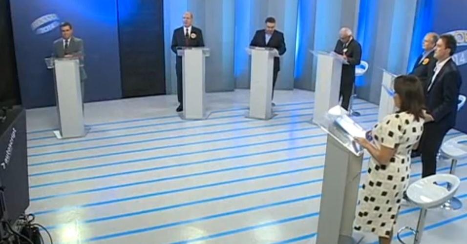 Candidatos ao governo de Santa Catarina participaram de debate realizado pela RBS TV, afiliada da Rede Globo, nesta terça-feira (30). Debateram Afrânio Boppré (PSOL), Claudio Vignatti (PT), Elpídio Neves (PRP), Janaina Deitos (PPL), Paulo Bauer (PSDB) e Raimundo Colombo (PSD)