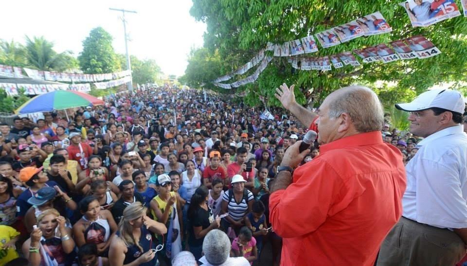 1.out.2014 - Candidato a senador pelo Amazonas pelo PT, Francisco Praciano faz comício em Santa Isabel do Rio Negro