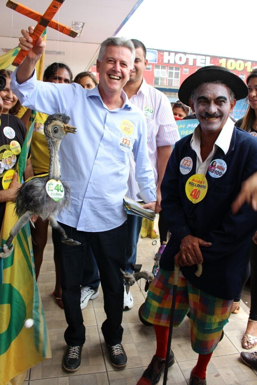 1º.out.2014 - O candidado Rodrigo Rollemberg (PSB) a governador do Distrito Federal em campanha, nesta quarta (1º)