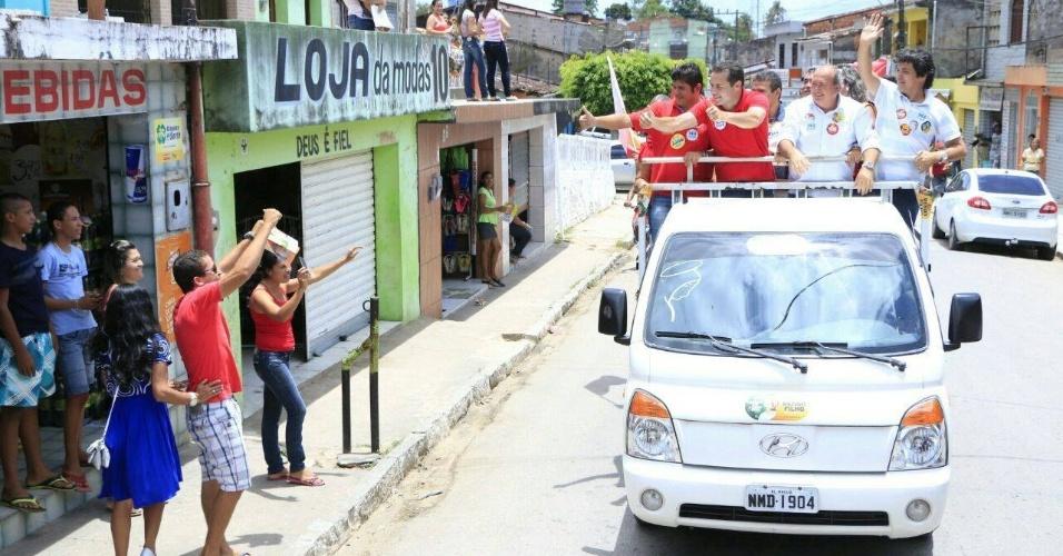 1º.out.2014 - O candidato a governador no Alagoas Renan Filho (PMDB) faz carreata em Porto Calvo e São Luís do Quitunde
