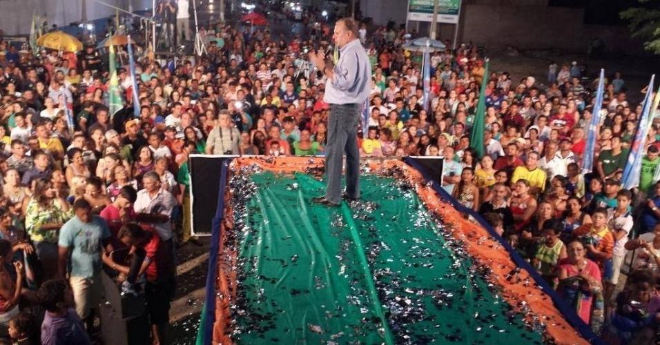 1º.out.2014 - Tasso Jereissati (PSDB), candidato ao Senado pelo Ceará, durante discurso em Iguatu.