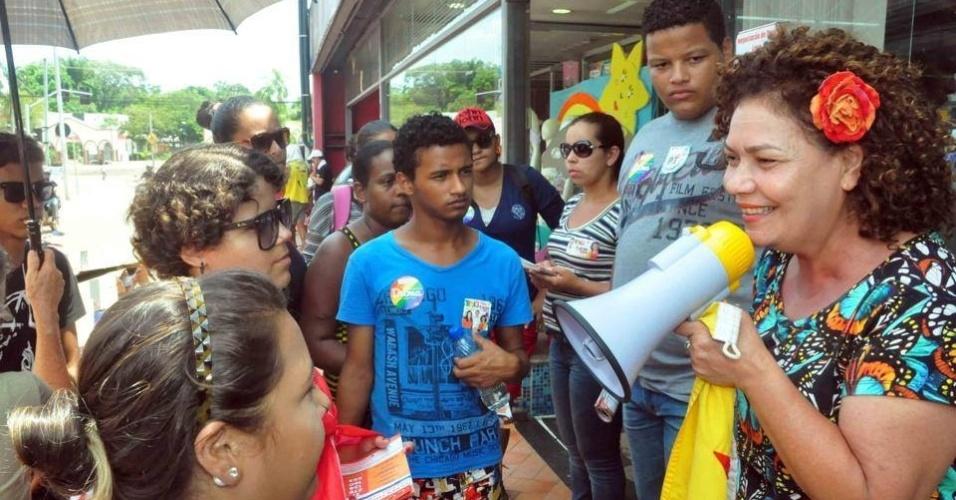 2.out.2014 - A candidata do PT ao Senado pelo Acrem, Pertétua Almeida, faz caminhada por Rio Branco nos últimos dias de campanha antes das eleições