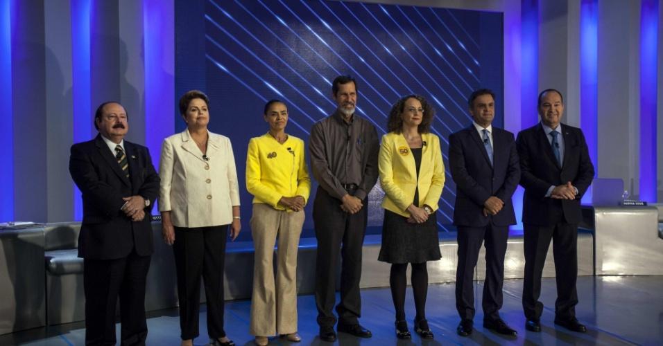 2.out.2014 - Candidatos à Presidência participam de debate promovido pela TV Globo, nesta quinta-feira. Da esquerda para direita, participam os candidatos Levy Fidelix (PRTB), Dilma Rousseff (PT), Marina Silva (PSB), Eduardo Jorge (PV), Luciana Genro (PSOL), Aécio Neves (PSDB) e Pastor Everaldo (PSC)