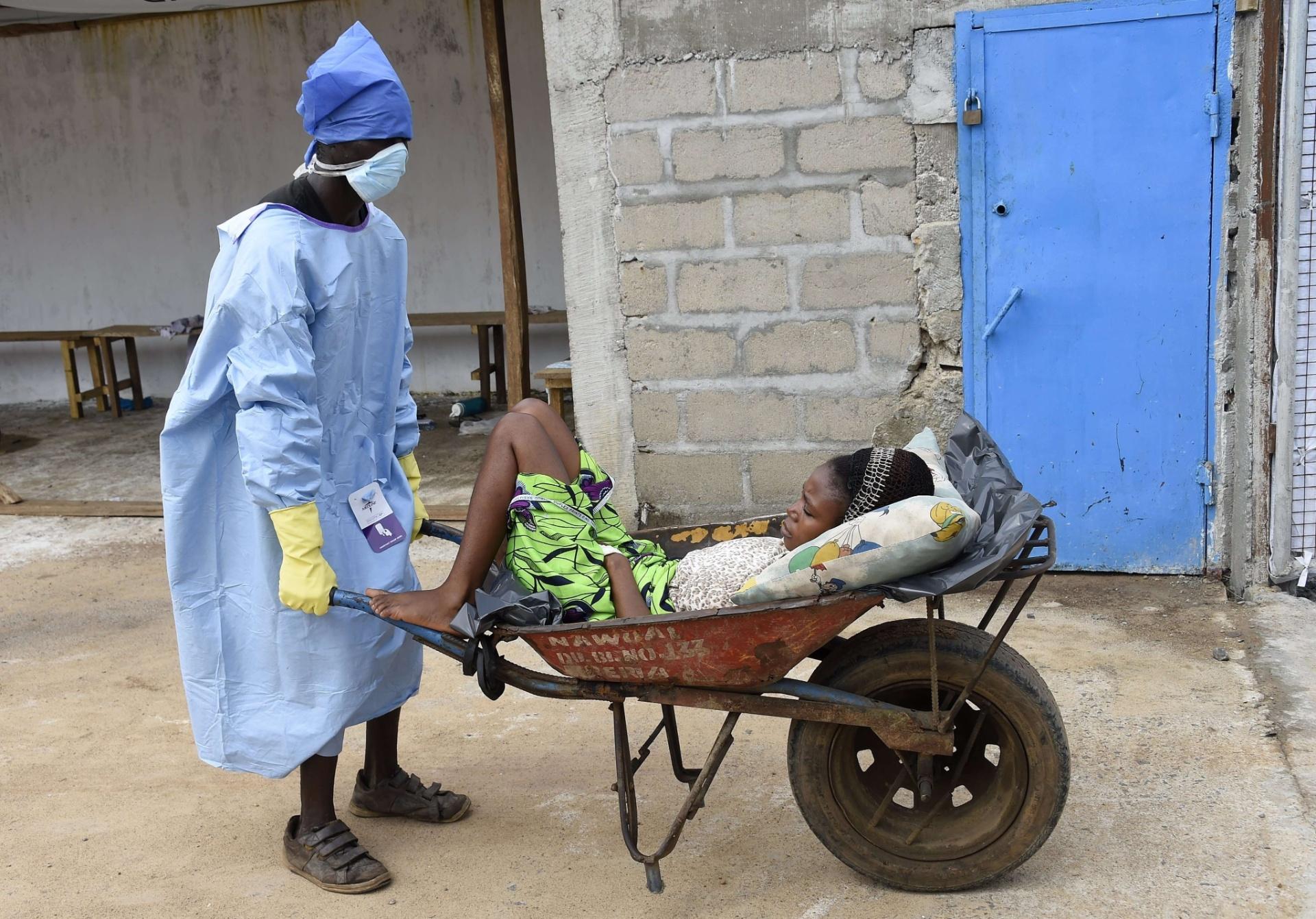 Epidemia de ebola atinge África e tem casos isolados em outros países - BOL  Fotos - BOL Fotos 31e448539a
