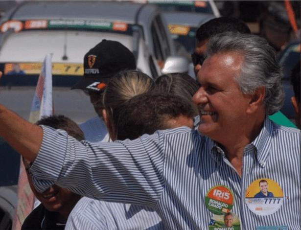 2.out.2014 - O deputado Ronaldo Caiado (DEM), candidato ao Senado por Goiás, faz carreata em Luiziânia, Jardim Ingá, Ipê, Valparaíso e Novo Gama