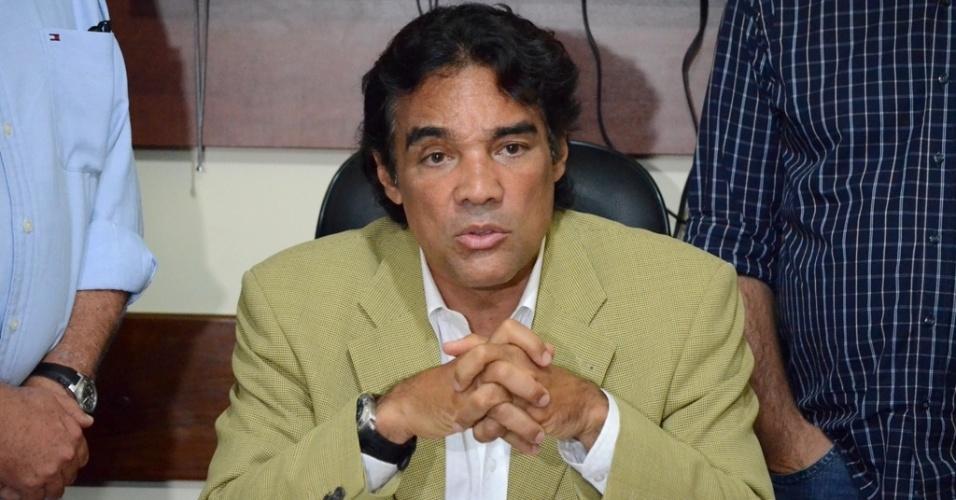 2.out.2014 - O senador e candidato ao governo do Maranhão, Edison Lobão Filho (PMDB), denunciou, nesta quinta-feira, que o presidente do TCE (Tribunal de Contas do Estado), Edmar Cutrim, teria subornado, pagando em