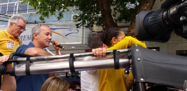 Vereador do PSOL Jefferson Moura (de azul) no jipe ao lado de Marina Silva e Beto Albuquerque