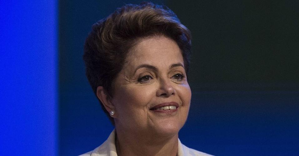 2.out.2014 - A candidata à reeleição, presidente Dilma Rousseff (PT), participa de debate promovido pela TV Globo na noite desta quinta-feira