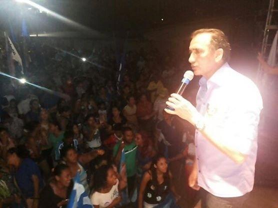 2.out.2014 - Candidato ao Governo do Amapá Waldez Góes (PDT) faz comício no Oiapoque, extremo norte do Estado