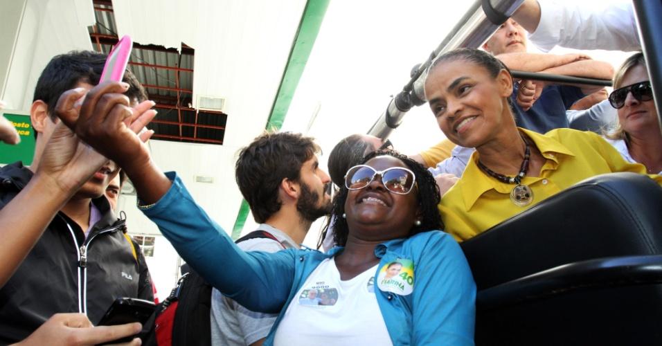 3.out.2014 - A candidata à Presidência da República pelo PSB, Marina Silva, fez carreata na tarde desta sexta-feira (3), no bairro da Tijuca, Zona Norte do Rio de Janeiro