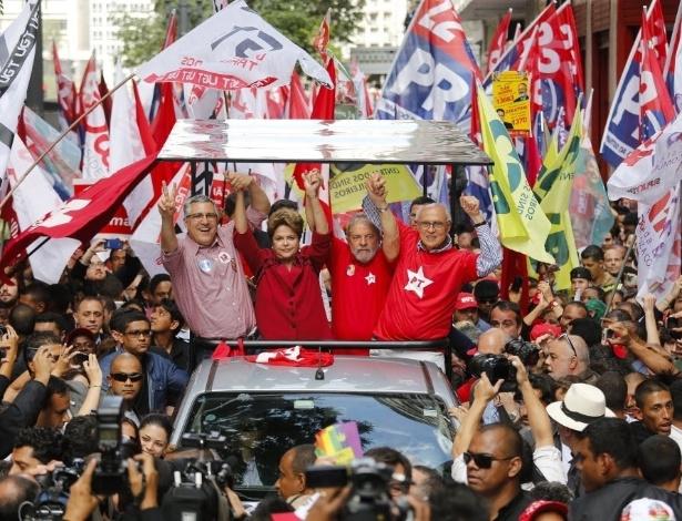 Dilma com Lula, Padilha e Suplicy durante campanha em São Paulo