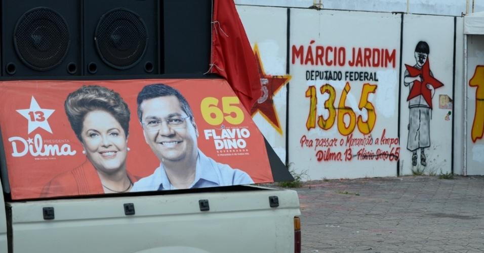 3.out.2014 - Candidato ao Governo do Estado do Maranhão, Flávio Dino (PC do B), tenta associar sua imagem à candidatura de Dilma Rousseff (PT), mesmo com ela apoiando seu adversário, Edison Lobo Filho (PMDB)