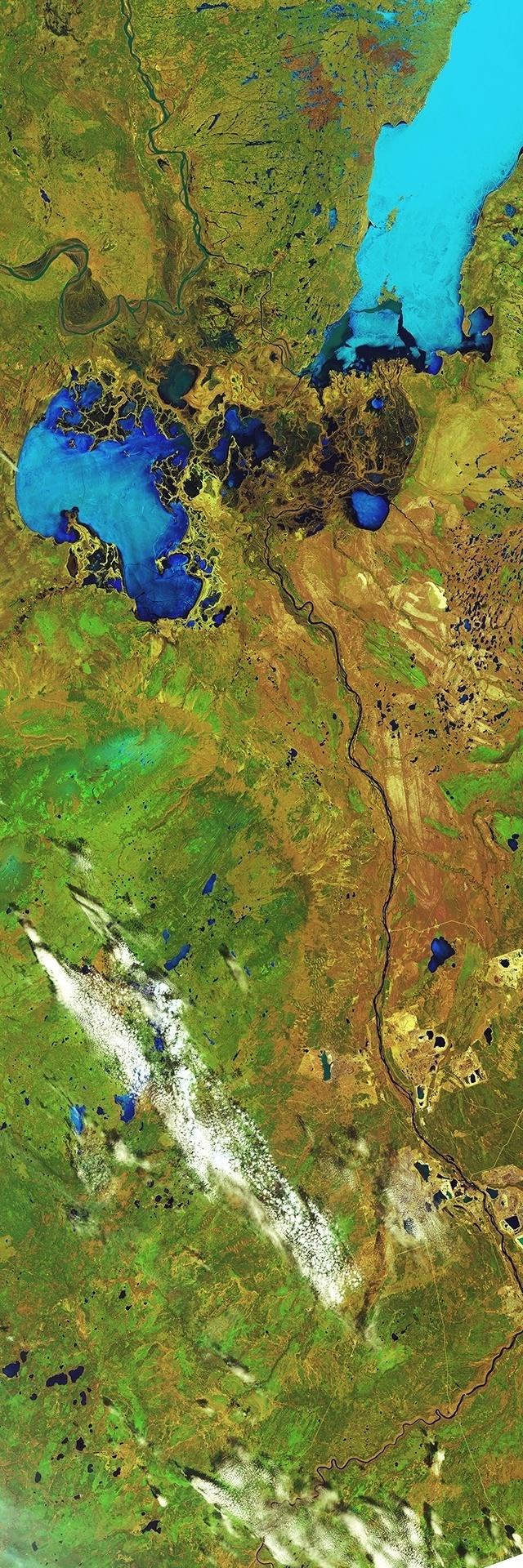 3.out.2014 - MAIOR DELTA DO MUNDO - O maior delta interior de água doce rio do mundo, onde os rios Paz e Athabasca convergem no rio Slave e Lago Athabasca, no Canadá, foi fotografado pelo Landsat-8 da ESA (Agência Espacial Internacional, sigla em inglês) e mostra uma distancia de mais de 350 km, na província de Alberta.  Ela é uma das 130 imagens de satélite em exposição no Palazzo delle Esposizioni, em Roma, até o dia 2 de novembro