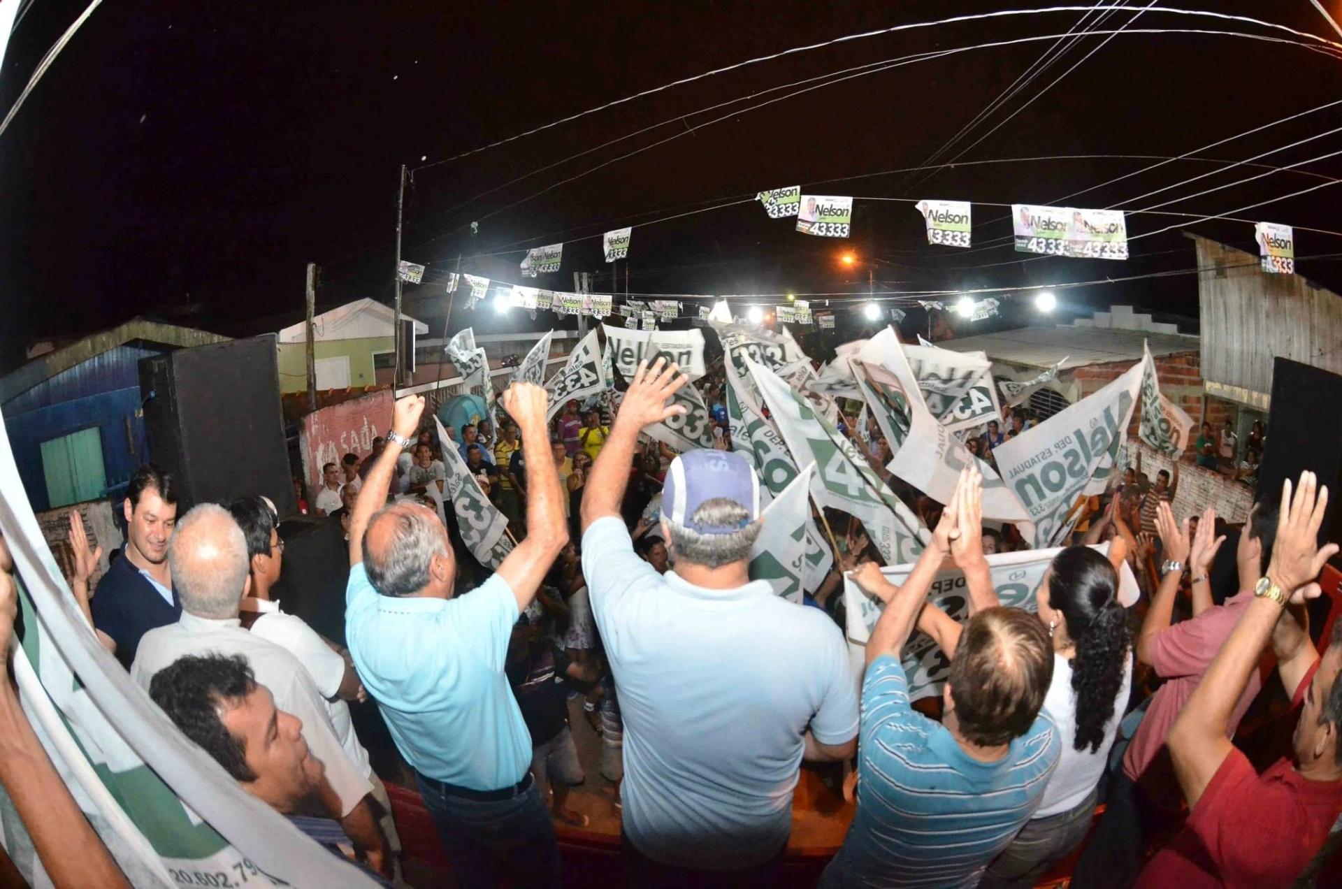 3.out.2014 - O candidato a governador do Acre Tião Bocalom (DEM) realiza comício na cidade de Sena Madureira na quinta-feira (2)