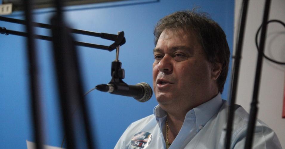 3.out.2014 - O senador e candidato à reeleição no Distrito Federal, Gim Argello (PTB), participa de entrevista à rádio Tupi FM