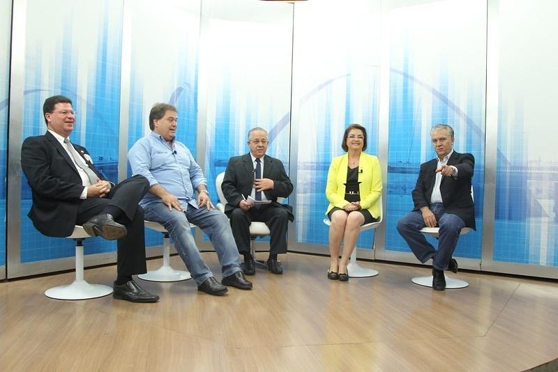 3.out.2014 - Os candidatos ao Senado pelo Distrito Federal Geraldo Magela (PT), Sandra Quezado (PSDB), Gim Argello (PTB) e Aldemário (PSOL) participaram de debate promovido pela TV Genesis
