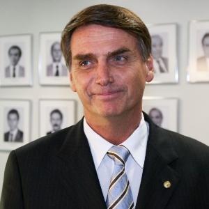 Bolsonaro, militar da reserva, é conhecido por integrar a chamada ''bancada da bala''