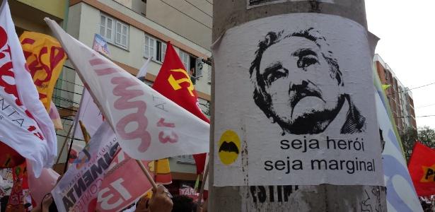 ´Pepe Mujica´ se mistura a bandeiras do PT em caminhada em Porto Alegre - Leandro Prazeres/UOL