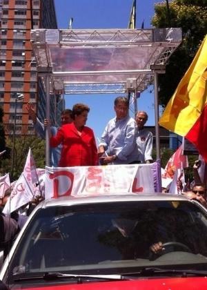 A candidata à reeleição, presidente Dilma Rousseff (PT) ao lado do candidato ao governo de MG pelo PT, Fernando Pimentel