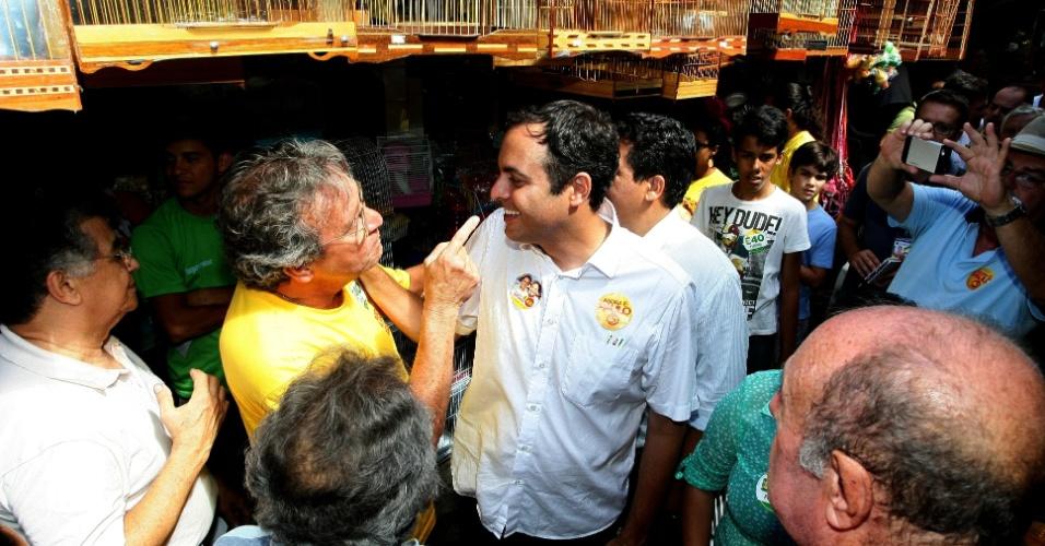 Segundo pesquisa Datafolha divulgada hoje, Paulo Câmara pode vencer as eleições já no primeiro turno. O ex-secretário estadual da Fazenda teria 61% dos votos válidos, de acordo com o levantamento, contra 32% de Armando Monteiro, do PTB