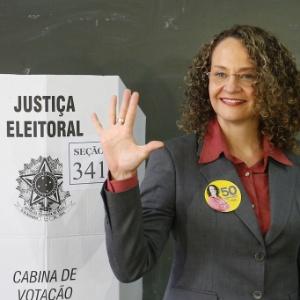 Luciana Genro ao votar em 2014