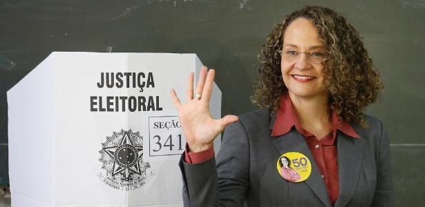 A candidata à Presidência da República pelo PSOL, Luciana Genro, vota em Porto Alegre (RS)