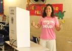Kátia Abreu (PMDB) faz sinal de positivo após votar no Tocantins - Reprodução/Facebook