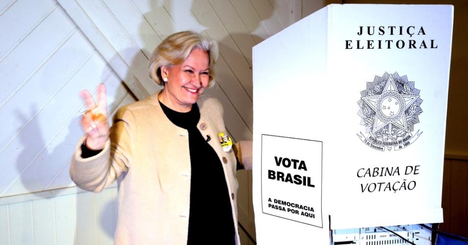 5.out.2014 - A senadora Ana Amélia, candidata do PP ao governo do Rio Grande do Sul, votou neste domingo (5), no centro de Canela (RS). Ana Amélia está em segundo lugar nas pesquisas de intenção de voto, segundo o Datafolha