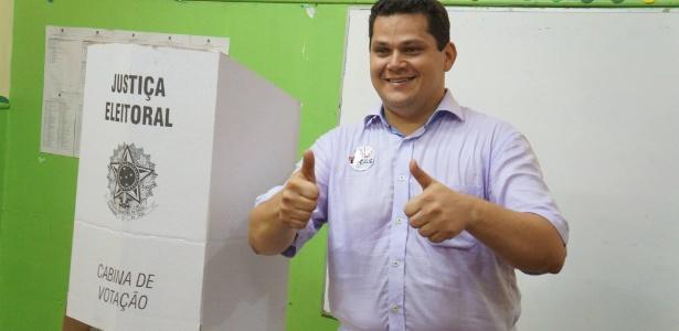 Davi Alcolumbre (DEM) realiza caminhada pela orla do rio Amazonas, em Macapá