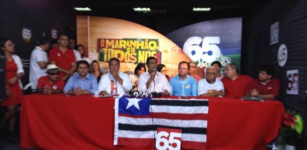 Flávio Dino (PC do B) (centro), governador eleito pelo Maranhão, durante entrevista
