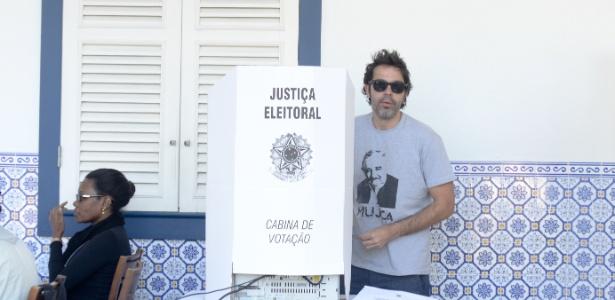 Humorista vota no Rio - Adriano Ishibashi/Frame/Frame/Estadão Conteúdo