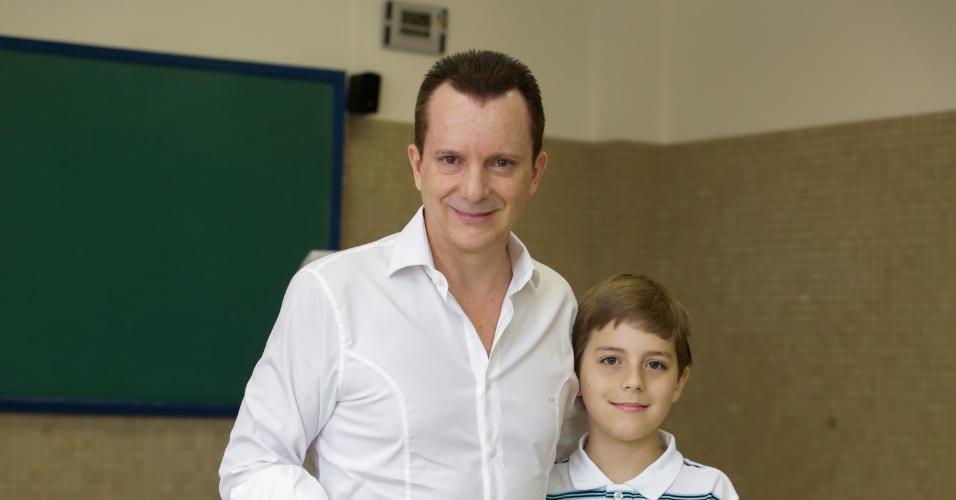 5.out.2014 - O candidato a deputado federal pelo PRB, Celso Russomano, vota na manhã deste domingo, no Morumbi, em São Paulo