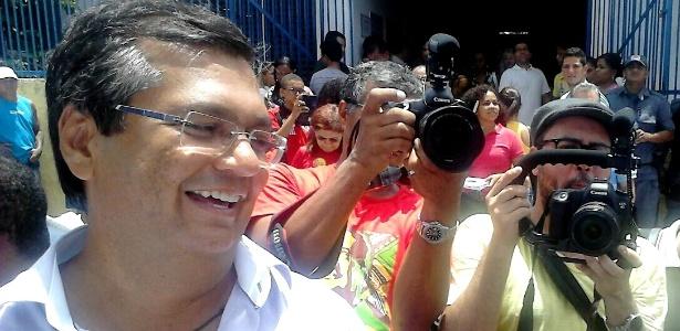 Flávio Dino vota no MA - Beto Macario/UOL