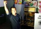 Candidato Lúdio Cabral (PT) levanta o braço no momento do voto em Cuiabá - Reprodução/Twitter