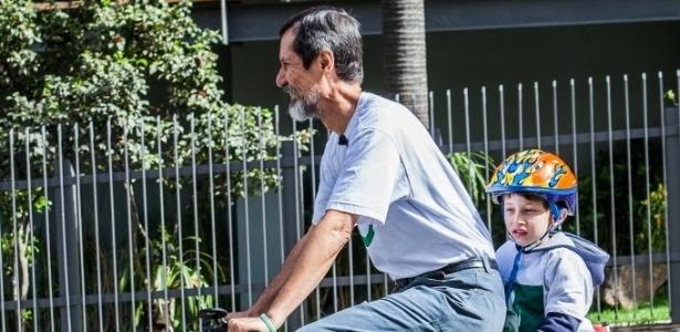 Eduardo Jorge vai de bicicleta votar em SP - Raquel Cunha/Folhapress