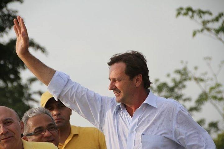 5.out.2014 - Senador reeleito por Rondônia, Acir Gurgacz (PDT) comemorou a vitória nas urnas sobre Moreira Mendes (PSD) e Ivone Cassol (PP) nas redes sociais com um mensagem de agradecimento: 'Hoje eu só quero dizer: muito obrigado'. A foto foi divulgada neste domingo