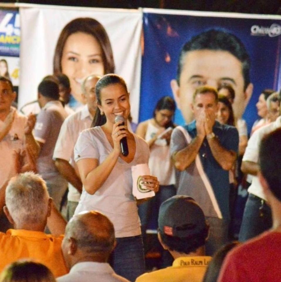 03.out.2014 - A ex-primeira-dama de Roraima Shéridan de Anchieta (PSDB), 30, conquistou 35.555 votos em 5 de outubro e acabou como a candidata mais votada a deputada federal do Estado. Shéridan é mulher do ex-governador José de Anchieta Júnior, que governou Roraima entre 2007 e abril deste ano, quando deixou o cargo para se candidatar ao Senado. Anchieta acabou em terceiro lugar na disputa