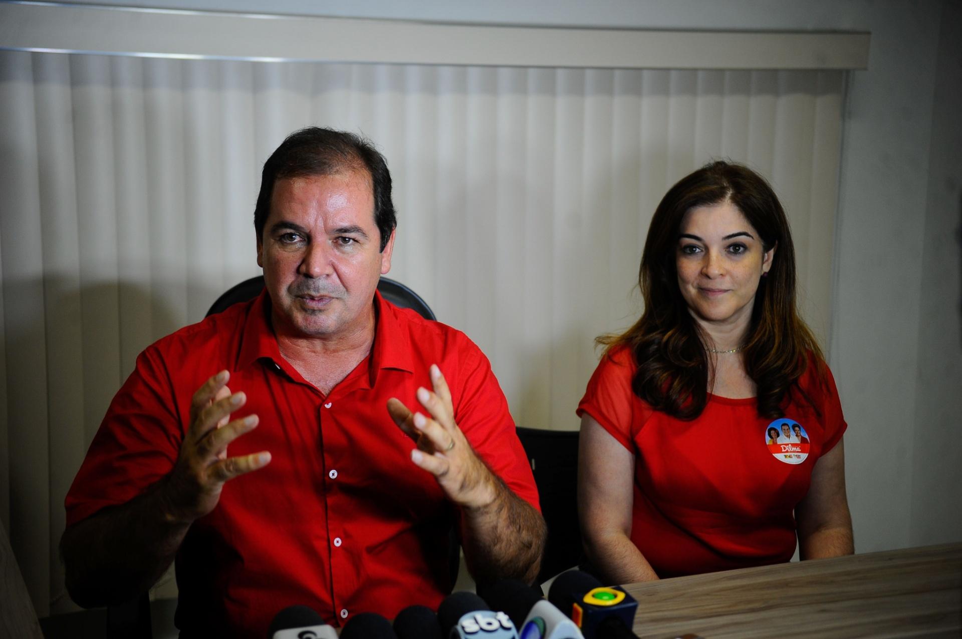 6.out.2014 - O governador do Acre, Tião Viana (PT), candidato à reeleição, fala à imprensa sobre primeiro turno e a expectativa para o segundo turno. Ele recebeu 49,73% dos votos válidos