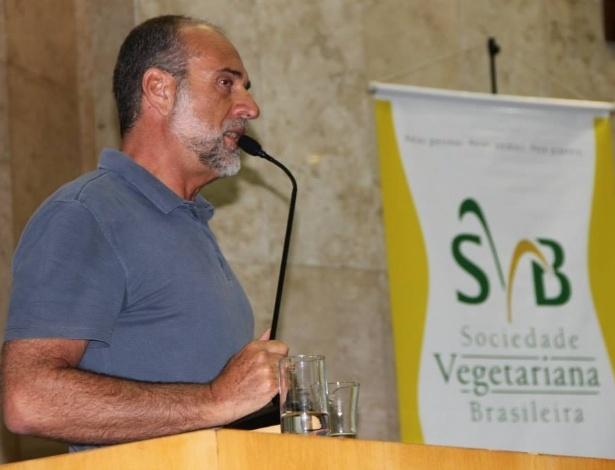 Depois de ser eleito sete vezes consecutivas vereador do município de São Paulo --pela primeira vez em 1988 e pela última em 2012--, o publicitário Roberto Tripoli (PV) foi o quarto deputado estadual mais votado nas eleições de 2014. Ele recebeu 232.467 votos (1,13% do total)