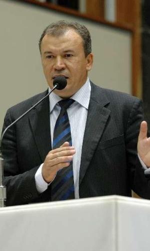 Nascido em São João das Missões, na região norte de Minas Gerais, Paulo Guedes (PT) foi o deputado estadual mais votado no Estado nesta eleição, com 164.831 votos (1,59% do total). Ele foi eleito para a Assembleia Legislativa pelo terceiro mandato consecutivo. Em 2010, recebeu mais de 92 mil votos e foi o 11º deputado estadual mais votado de Minas Gerais. Em 2012, Guedes disputou e perdeu o segundo turno da disputa pela Prefeitura de Montes Claros. Nestas eleições, participou de atos de campanha ao lado do governador eleito Fernando Pimentel (PT)