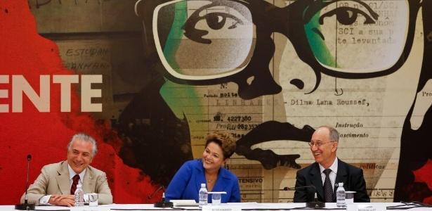 A então presidente Dilma Roussef ao lado do então vice-presidente Michel Temer (PMDB) e do presidente do PT Rui Falcão em 2014