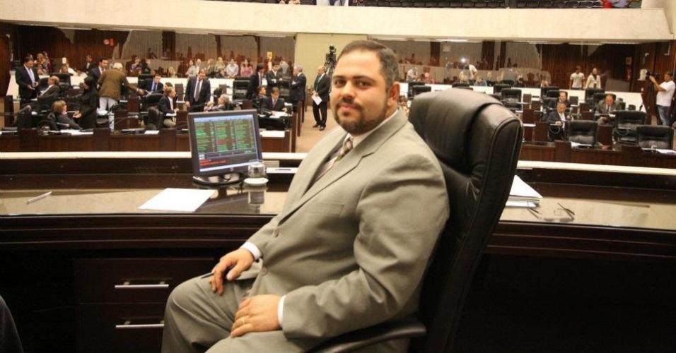 7.out.2014 - O deputado estadual Artagão Júnior (PMDB) foi reeleito para o cargo com 78.594 votos, o que representa 1,3% dos votos válidos no Estado