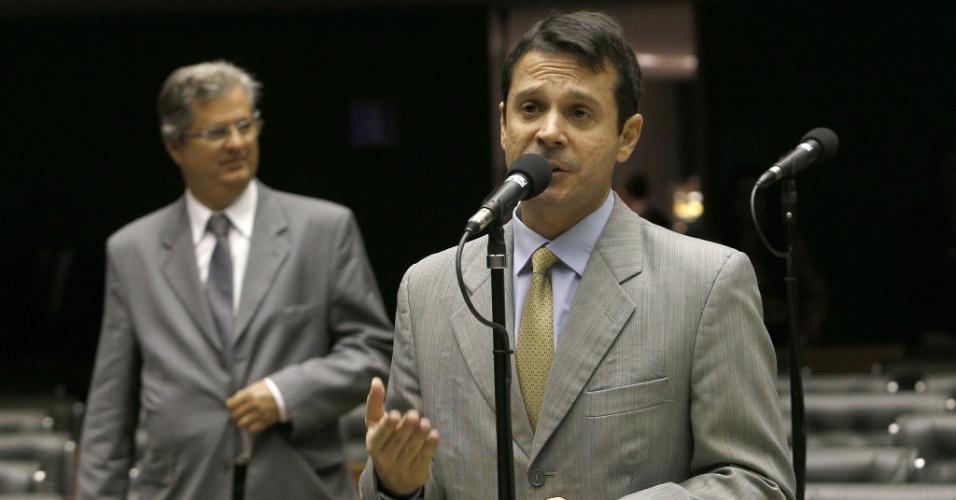 7.out.2014 - O deputado federal José Antônio Reguffe (PDT-DF) discursa nesta terça-feira, no plenário da Câmara dos Deputados, em Brasília, para agradecer sua eleição para senador pelo Distrito Federal
