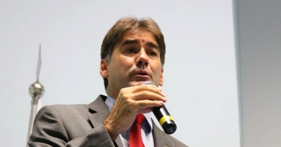 7.out.2014 - O oitavo deputado estadual mais votado no Paraná foi Leonaldo Paranhos (PSC), que teve 69.684 votos, o que representa 1,2% do total de votos válidos entre os que concorreram a vagas na Alep (Assembleia Legislativa do Paraná). Nas eleições deste ano, o desempenho individual de Paranhos foi bem mais expressivo do que há quatro anos, quando foi eleito para o Legislativo paranaense com 42 mil votos a menos