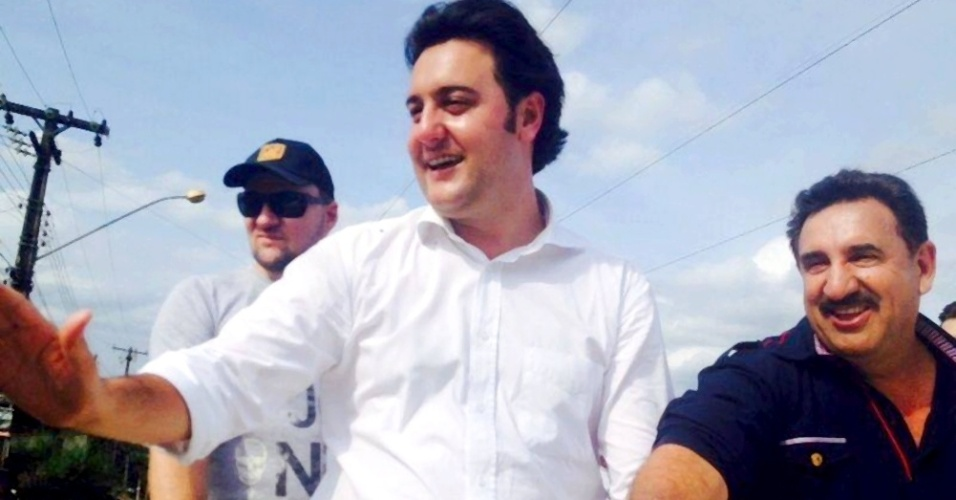 7.out.2014 - Ratinho Júnior (PSC), filho do apresentador de TV Ratinho, foi o deputado estadual mais votado pelos eleitores paranaenses. Ele obteve 300.298 votos, o que representa 5,23% do total de votos válidos no Estado. Com isso, ele ajudou a eleger outros 11 colegas de partido e se credencia como uma das principais forças políticas do Paraná, pavimentando sua candidatura ao Executivo estadual em 2018
