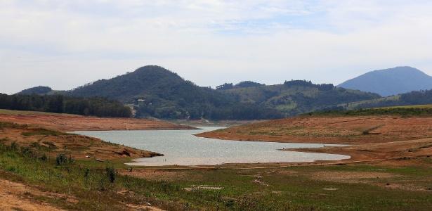 Seca atinge represa Jaguari-Jacareí, em Bragança Paulista (SP) - Luis Moura/Estadão Conteúdo
