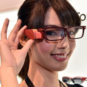 Ceatec: feira no Japão mostra óculos inteligentes e robôs humanoides (Foto: Yoshikazu Tsuno/AFP)