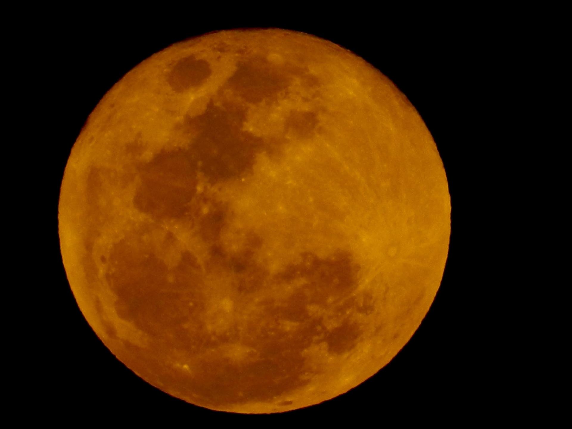 e61ce8413 Maior eclipse lunar do século, 'lua de sangue' acontece na próxima sexta e  poderá ser vista do Brasil - 20/07/2018 - UOL Notícias